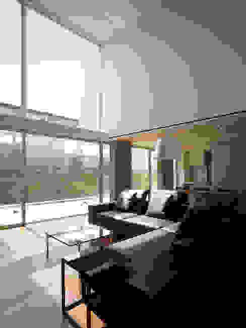 Modern living room by 株式会社ラウンドテーブル|一級建築士事務所 Modern