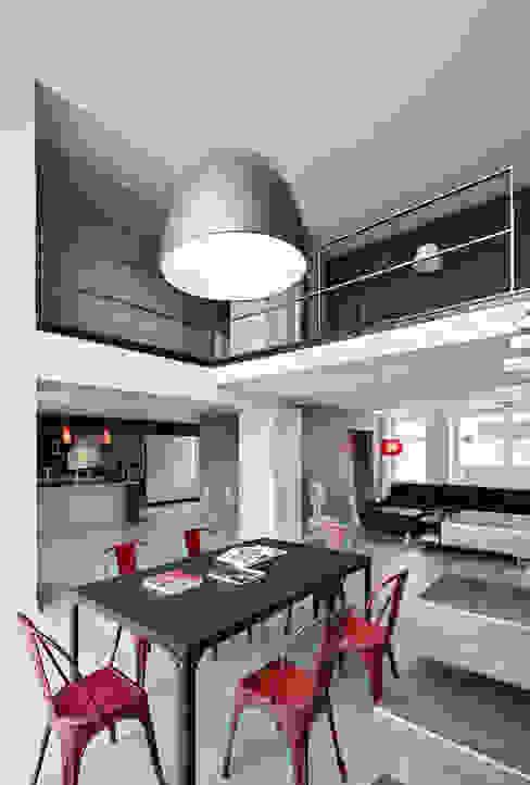 Modern corridor, hallway & stairs by Lautrefabrique Modern
