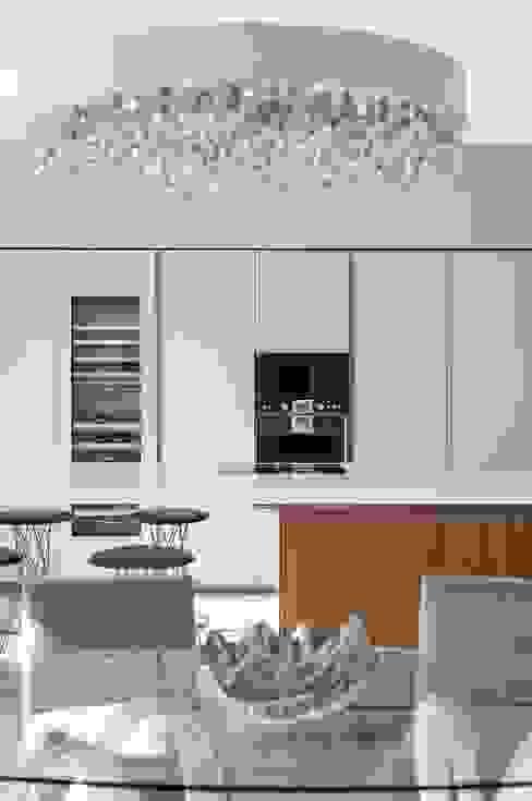 Villa South of France Interior Living Space Cocinas modernas: Ideas, imágenes y decoración de Urban Cape Interiors Moderno