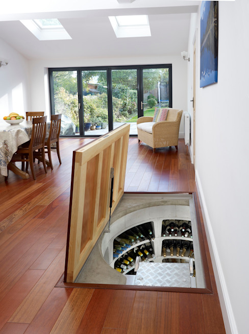 Top marks for this self-assembly wine cellar. Modern wine cellar by homify Modern