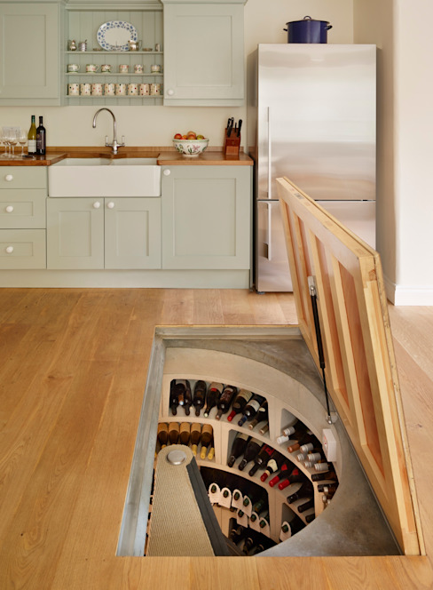 The 'Essential Cellar' wine cellar kit enabled the owner of this home to build their cellar in less than 2 weeks モダンデザインの ワインセラー の homify モダン