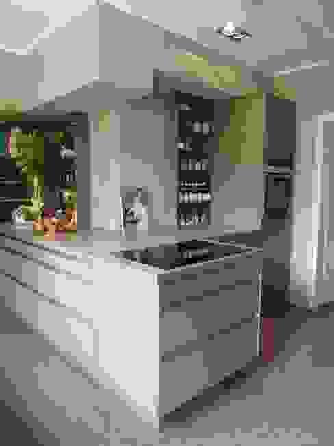 Villa V Minimalistische Küchen von Villa V Minimalistisch