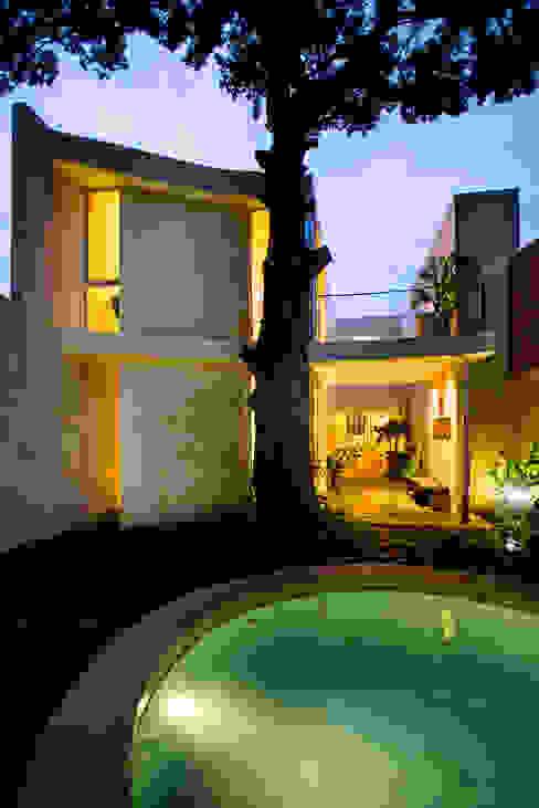 Piscinas modernas por Taller Estilo Arquitectura Moderno