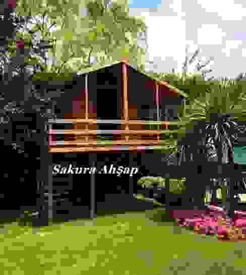Çocuk Oyun Evi 10- Ön görünüş Klasik Bahçe Sakura Ahşap Klasik