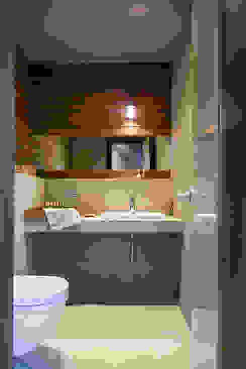 дом в Токсово Ванная комната в скандинавском стиле от de.studio Скандинавский