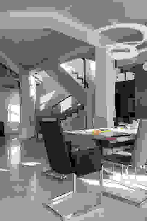 дом в Токсово Столовая комната в скандинавском стиле от de.studio Скандинавский