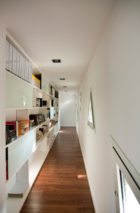 Corridor & hallway by eidée arquitectes S.L.P., Minimalist