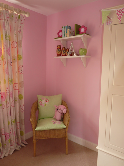 Little Girl's Bedroom Modern nursery/kids room by Natalie Davies Interior Design Modern
