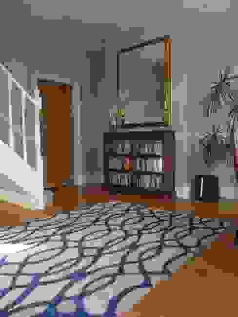 Entrance Hall Pasillos, vestíbulos y escaleras de estilo moderno de Natalie Davies Interior Design Moderno