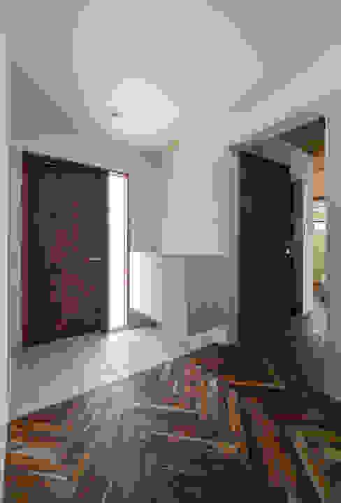 玄関 モダンスタイルの 玄関&廊下&階段 の 一級建築士事務所シンクスタジオ モダン