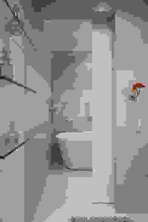 Banheiro do Loft Banheiros modernos por Adriana Fiali e Rose Corsini - FICODesign Moderno