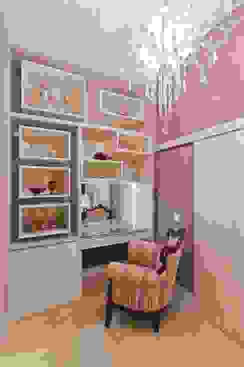 Bathroom by  Adriana Fiali e Rose Corsini - FICODesign