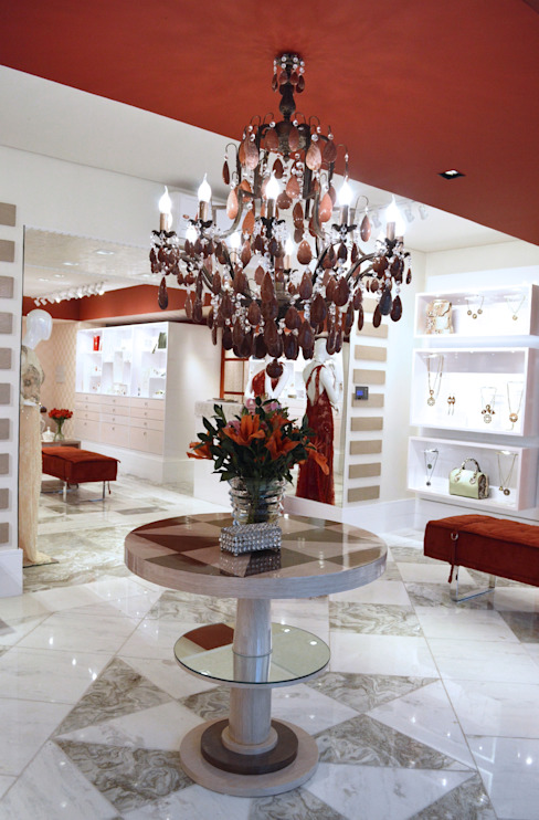 JOALHERIA DESIGN - CASA COR SP 2015 - BRASIL - Mesa em Marchetaria: Lojas e imóveis comerciais  por Adriana Scartaris: Design e Interiores em São Paulo,Moderno