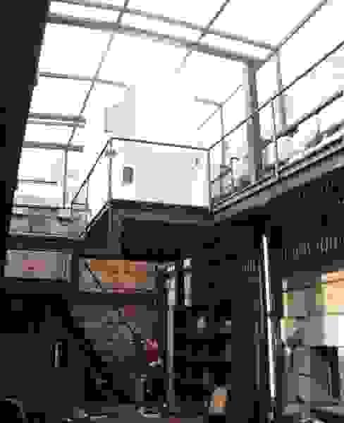 Casas de estilo rústico de ARKIVO Rústico