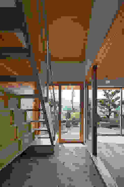 I-HOUSE 建築デザイン工房kocochi空間 オリジナルスタイルの 玄関&廊下&階段