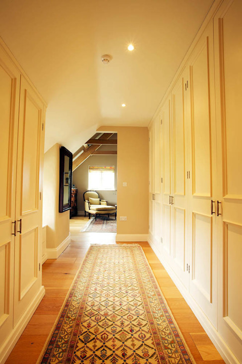 Corridor & hallway by CCD Architects, Classic