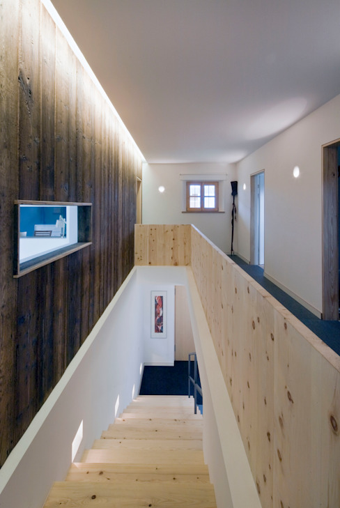 Country style corridor, hallway & stairs by w. raum Architektur + Innenarchitektur Country