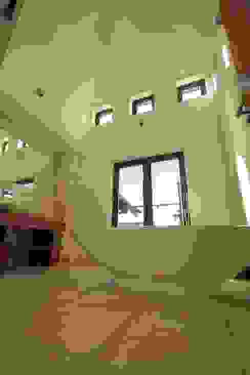 9 Heights Modern bathroom by MRH Design Modern