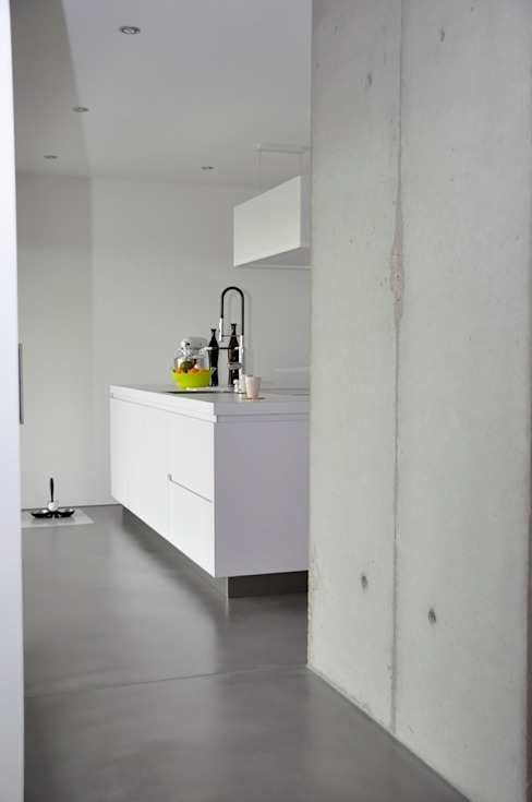 Minimalistyczna kuchnia od lc[a] la croix [architekten] Minimalistyczny