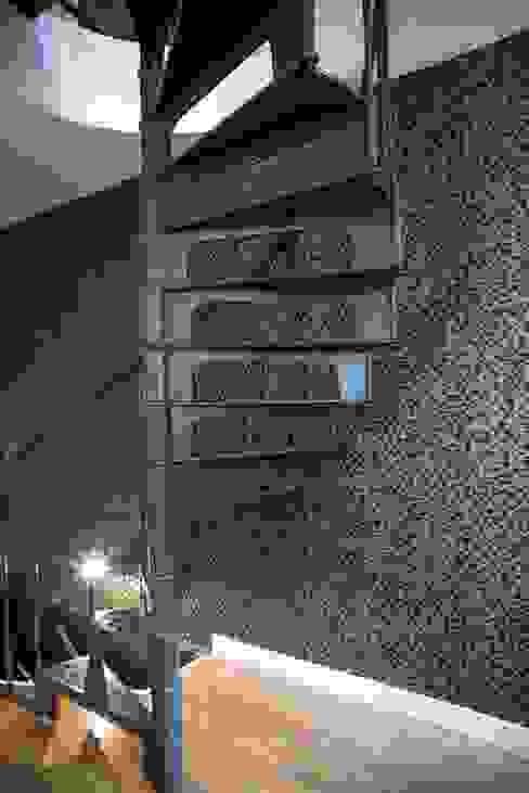 Escalier - Après par CHRISTELLE MALDAGUE Moderne
