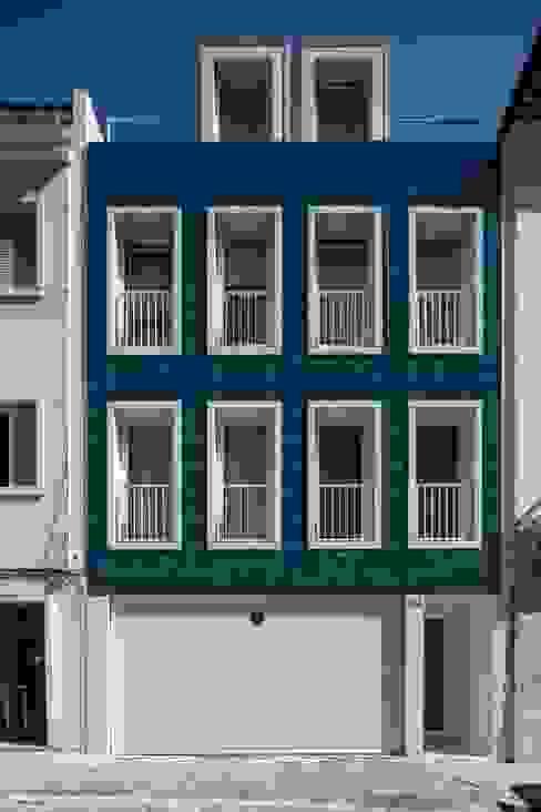 Maisons de style  par João Tiago Aguiar, arquitectos