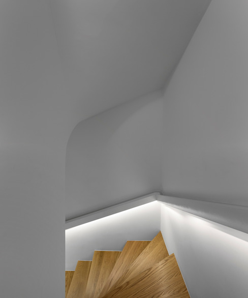 Lapa Building Pasillos, vestíbulos y escaleras de estilo minimalista de João Tiago Aguiar, arquitectos Minimalista