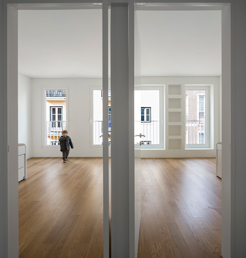 غرفة نوم تنفيذ João Tiago Aguiar, arquitectos, تبسيطي
