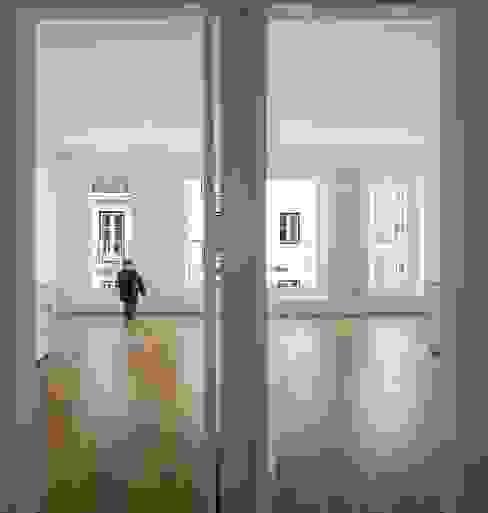 Chambre de style  par João Tiago Aguiar, arquitectos