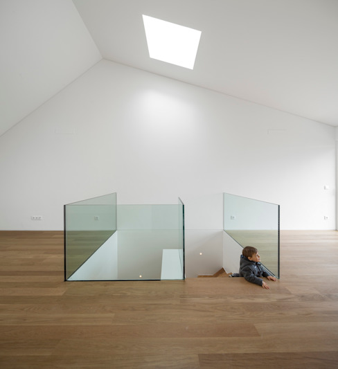 غرفة المعيشة تنفيذ João Tiago Aguiar, arquitectos, تبسيطي