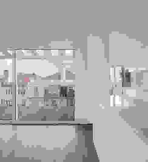 Lapa Building Cocinas de estilo minimalista de João Tiago Aguiar, arquitectos Minimalista