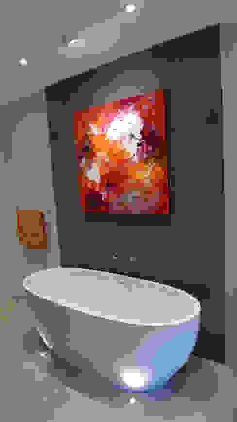 bathroom decoration Modern bathroom by Style Within Modern