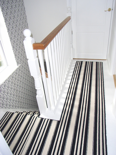 black and white striped landing carpet Style Within Klassischer Flur, Diele & Treppenhaus