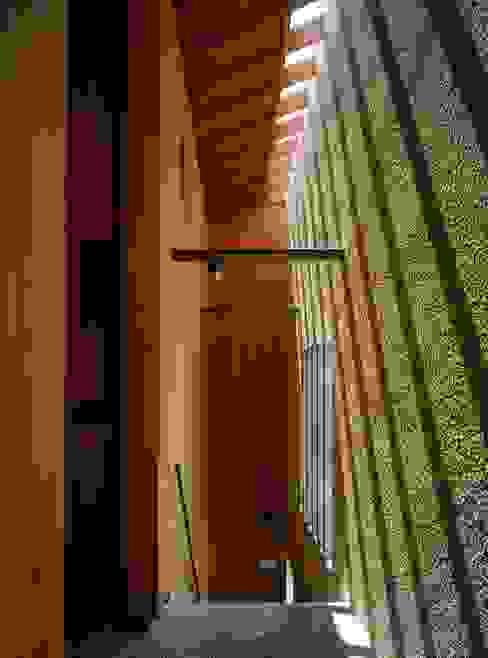 外部廊下・階段 モダンスタイルの 玄関&廊下&階段 の 八木建築研究所 Yagi Architectural Design モダン