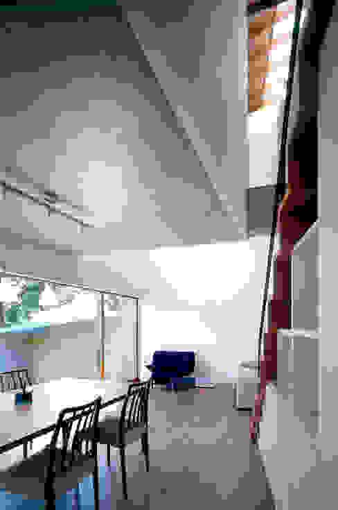 世帯3 主室 モダンデザインの リビング の 八木建築研究所 Yagi Architectural Design モダン