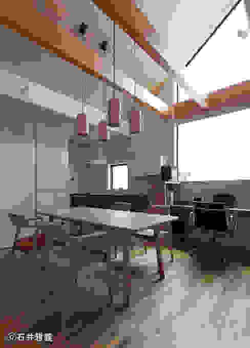 大開口のあるダイニング モダンデザインの ダイニング の シーズ・アーキスタディオ建築設計室 モダン