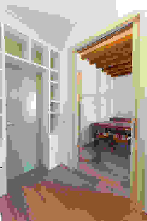 Piso Calle Princesa en Barcelona Estudios y despachos de estilo moderno de 4+1 arquitectes Moderno
