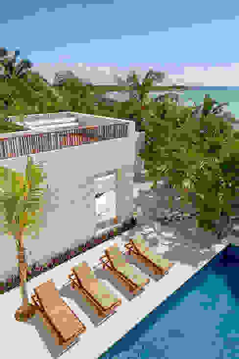 Casa Xixim Varandas, marquises e terraços tropicais por Specht Architects Tropical