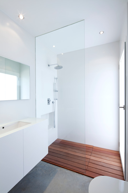 Minimalist style bathrooms by RM arquitectura Minimalist