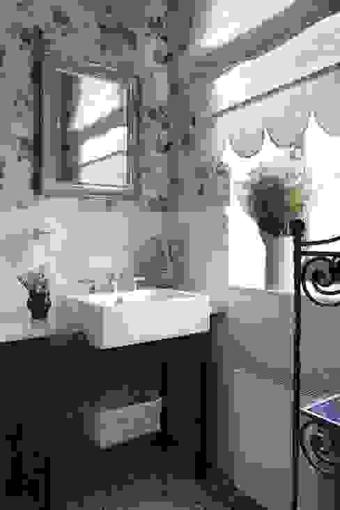 Klasyczna łazienka od Tatiana Ivanova Design Klasyczny