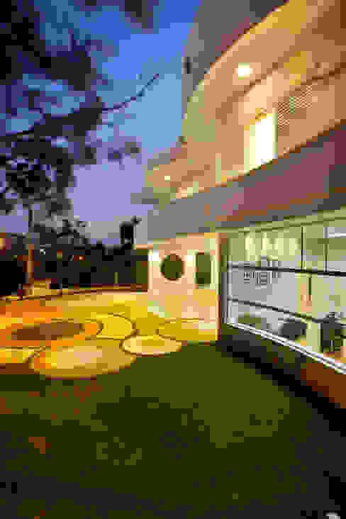 Arquiteto Aquiles Nícolas Kílaris Casas modernas: Ideas, imágenes y decoración