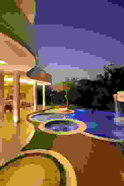 Maisons modernes par Arquiteto Aquiles Nícolas Kílaris Moderne