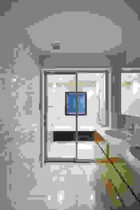 現代浴室設計點子、靈感&圖片 根據 伊藤一郎建築設計事務所 現代風
