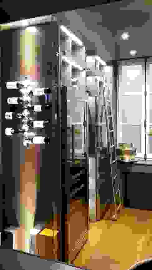 Cave à vin par Sandra Estournet Moderne