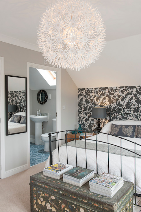 Family Home in Tunbridge Wells Classic style bedroom by Smartstyle Interiors Classic