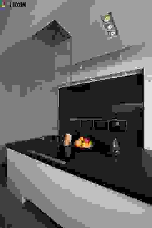 Płyty z betonu architektonicznego Minimalistyczna kuchnia od Luxum Minimalistyczny