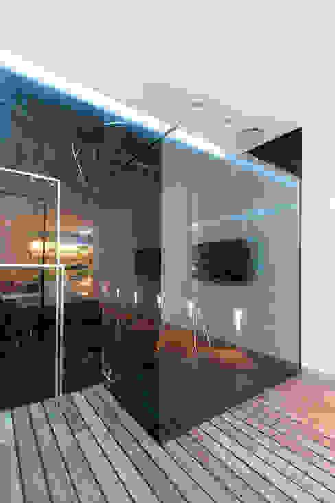 apartment V-21 Minimalist bathroom by VALENTIROV&PARTNERS Minimalist