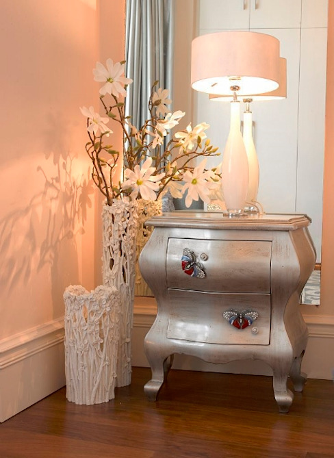 Bedside table Classic style bedroom by In:Style Direct Classic