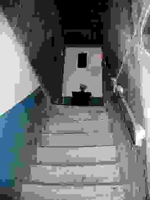 Estado previo-06 Pasillos, vestíbulos y escaleras de estilo rural de Intra Arquitectos Rural