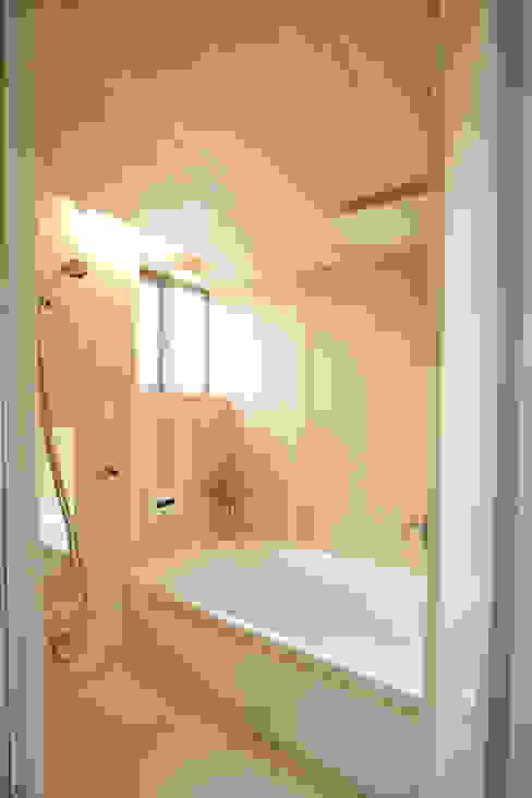 西品川の家: 光風舎1級建築士事務所が手掛けた浴室です。,北欧