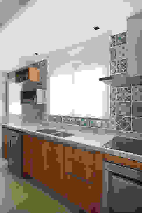 Apartamento na Pompeia, São Paulo Cozinhas modernas por Liliana Zenaro Interiores Moderno